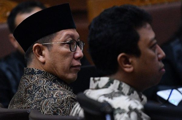 Lukman Hakim Saifuddin, Minister for Religious Affairs (left), and Muhammad Romahurmuziy, former chair of the United Development Party (PPP), are caught up in a scandal involving alleged bribery for promotions in the ministry. Photo by Sigid Kurniawan/Antara