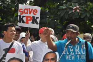 The Indonesian public is demanding President Joko Widodo act decisively to save the country's anti-corruption agency (KPK) from being undermined by the police. AAP/Dani Daniar